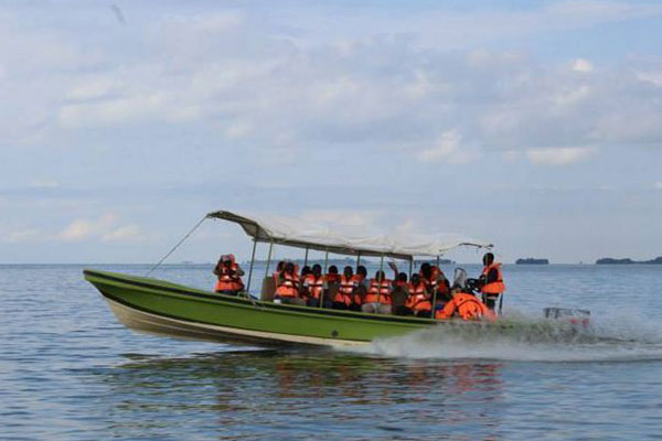 speedboat to island
